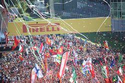 Podium: race winnaar Lewis Hamilton, Mercedes AMG F1 Team, tweede plaats Sebastian Vettel, Ferrari,