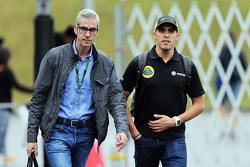 Pastor Maldonado, Lotus F1 Team, mit Alessandro Alunni Bravi, Manager
