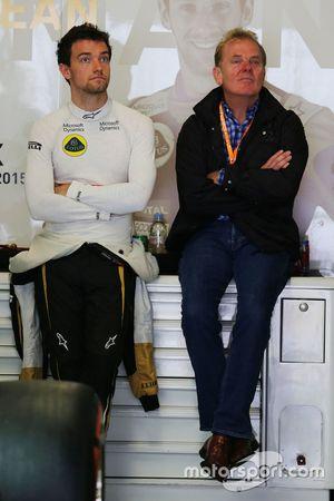 Jolyon Palmer, pilote de réserve Lotus, avec son père
