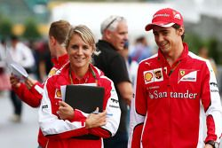 Esteban Gutierrez, Ferrari piloto de pruebas y de reserva con Britta Roeske, Ferrari encargada de pr