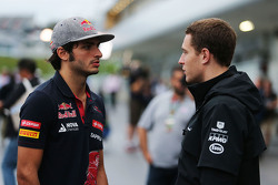 Carlos Sainz Jr., Scuderia Toro Rosso met Stoffel Vandoorne, McLaren testrijder