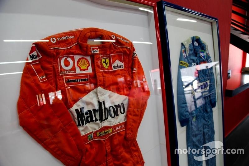 Macacões de pilotos de F1 exibidos no Speedland