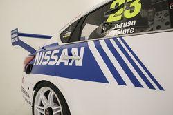 Michael Caruso ve Dean Fiore için özel retro renk düzen, Nissan Motorsports