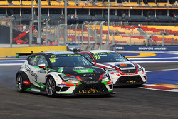 Frank Yu Siu Fung, SEAT Leon, Craft-Bamboo Racing; George Chou, SEAT Leon, Roadstar Racing Team