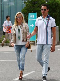 Adrian Sutil, Williams-Ersatzfahrer, mit Freundin Jennifer Becks