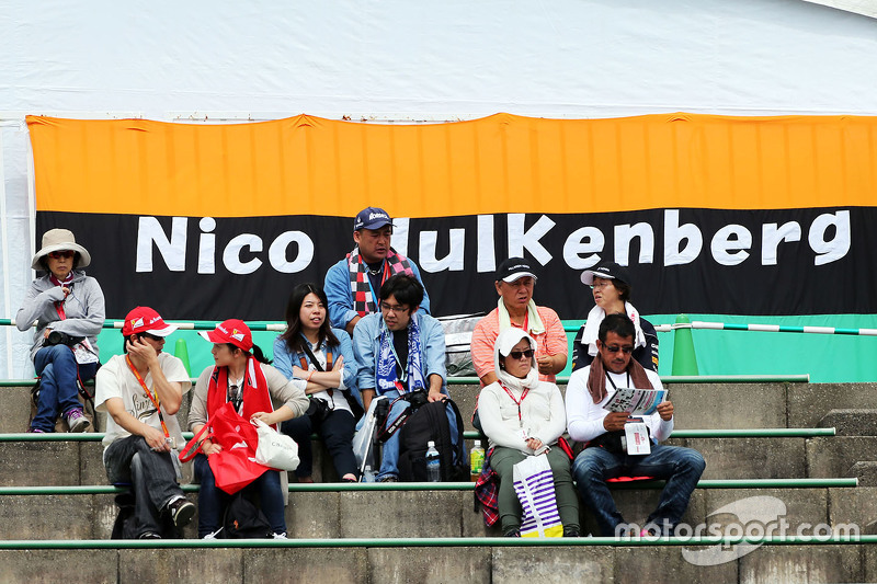 Fans in the grandstand and a banner for Nico Hulkenberg, Sahara Force India F1