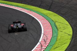 Искры из-под машины Фернандо Алонсо, McLaren MP4-30