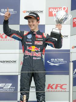 Podium: third place Callum Ilott, Carlin Dallara F312 - Volkswagen