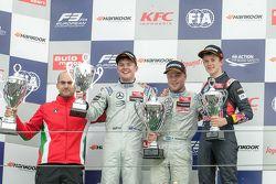 Podium: ganador, Felix Rosenqvist, Prema Powerteam, segundo lugar, Nick Cassidy, Three Bond with T-S