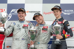 Podium: ganador, Felix Rosenqvist, Prema Powerteam, segundo lugar, Nick Cassidy, Three Bond with T-S