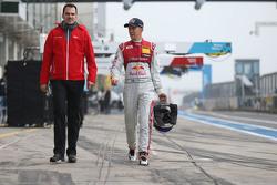 ماتياس إكستروم مع مهندس السيارة فلوريان مودلينغر
