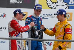 Podium: race winner Oliver Rowland, Fortec Motorsports, second place Egor Orudzhev, Arden Motorsport