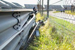 La barrière de sécurité endommagée