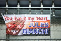 Баннеры в память о Жюле Бьянки