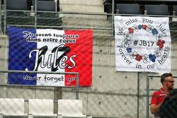 Pancartas tributo a Jules Bianchi