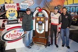 Yarış galibi Ryan Blaney, Penske Ford Takımı ile Geoff Bodine