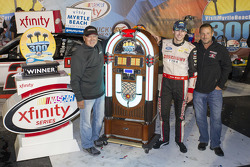 Race winner Ryan Blaney, Team Penske Ford with Geoff Bodine