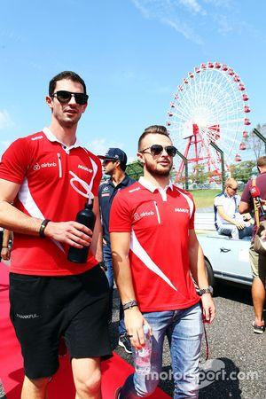 Alexander Rossi, Manor F1 Team y su compañero de equipo Will Stevens, Manor F1 Team en el desfile de