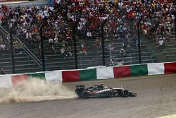 Sergio Perez, Sahara Force India F1 VJM08 sai da pista na largada