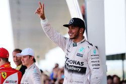 Race winner Lewis Hamilton, Mercedes AMG F1 Team celebrates in parc ferme
