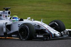Felipe Massa, Williams FW37, con una ponchadura al inicio de la carrera