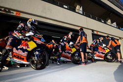 Miguel Oliveira, Red Bull KTM Ajo, Karel Hanika, Red Bull KTM Ajo y Brad Binder, Red Bull KTM Ajo