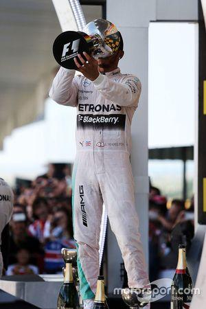 El ganador, Lewis Hamilton, Mercedes AMG F1 Team
