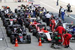 Los autos en el parc ferme al final de la carrera