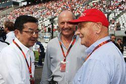 Takahiro Hachigo, Honda CEO with Ron Dennis, McLaren Executive Chairman and Niki Lauda, Mercedes Non-Executive Chairman on the grid