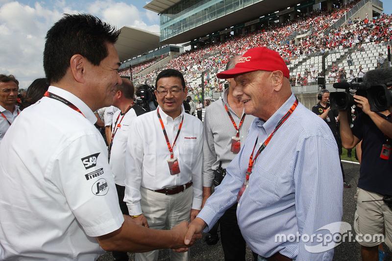 Yasuhisa AraI, Honda Motorsport con Takahiro Hachigo, CEO de Honda y Ron Dennis, con Niki Lauda, Mer