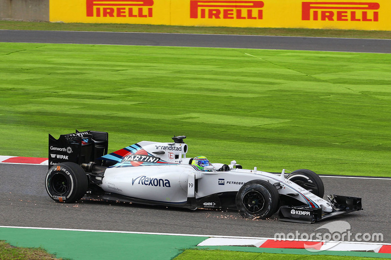 Felipe Massa, Williams FW37 with a puncture on the opening lap of the race
