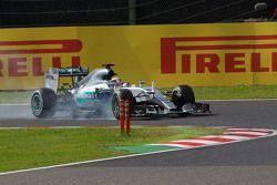 Lewis Hamilton, Mercedes AMG F1 W06 locks up under braking