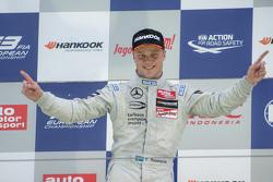 Podium: ganador, Felix Rosenqvist, Prema Powerteam