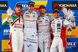 Подиум: победитель гонки - Иван Мюллер, Citroën C-Elysee WTCC, Citroën World Touring Car team, второ