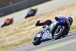 Jorge Lorenzo, de Yamaha Factory Racing y Dani Pedrosa, Repsol Honda Team y Valentino Rossi, de Yama