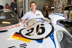 Earl Bamber with the 1998 Le Mans winning Porsche 911 GT1