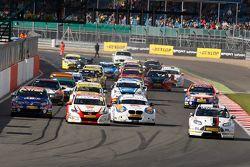 Start: Mat Jackson, Motorbase Performance, Ford Focus leads