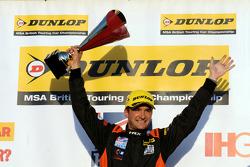 Ganador de la carrera 3, Colin Turkington, Team BMR, Volkswagen CC