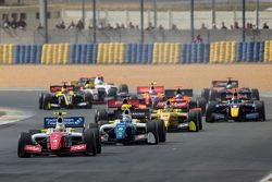 Départ : Oliver Rowland, Fortec Motorsports mène