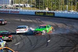 Danica Patrick, Stewart-Haas Racing Chevrolet crashes with David Ragan, Michael Waltrip Racing Toyota