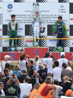 Каю Колет на третьей ступени подиума по итогам чемпионата мира по картингу 2015 года в категории KF Junior. На первом месте Логан Сарджент, на второй позиции Клеман Новалак