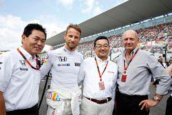 Jenson Button, McLaren with Yasuhisa Arai, Honda Motorsport Chief Officer with Takahiro Hachigo, Honda CEO with Ron Dennis, McLaren Executive Chairman on the grid