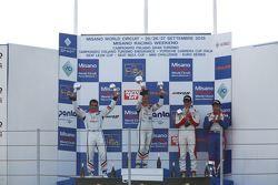 Podio Gara 2: la vincitrice Valentina Albanese, Seat Motorsport Italia, il secondo classificato Jor