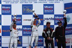 Podio Gara 1: la vincitrice Valentina Albanese, Seat Motorsport Italia, il secondo classificato Jord