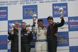Podio Gara 1 2a divisione: il vincitore Massimo Zanin, Promotor Sport, i secondi classificati, Ricc