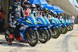 Partecipanti della Suzuki Gixxer Cup