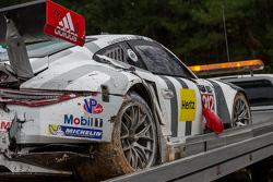 Unfallauto #912 Porsche Team North America Porsche 911 RSR: Jörg Bergmeister, Earl Bamber, Frédéric
