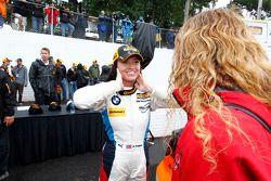 La vincitrice della gara GS #46 Fall-Line Motorsports BMW M3: Ashley Freiberg