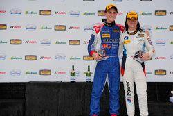GS ganadores de carreras # 46 Fall-Line Motorsports BMW M3: Trent Hindman, Ashley Freiberg