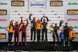 Podio: ganadores de la carrera ST # 75 Compass360 Racing Audi S3: Paul Holton, Kyle Gimple, segundo